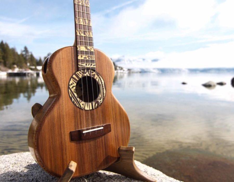 http://www.babilahostel.it/wp-content/uploads/2016/08/ukulele-900x700.jpg